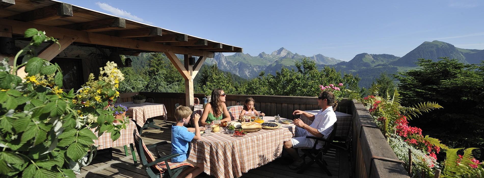Gastronomie, Entspannung und Rundumblick über unsere Gebirge !