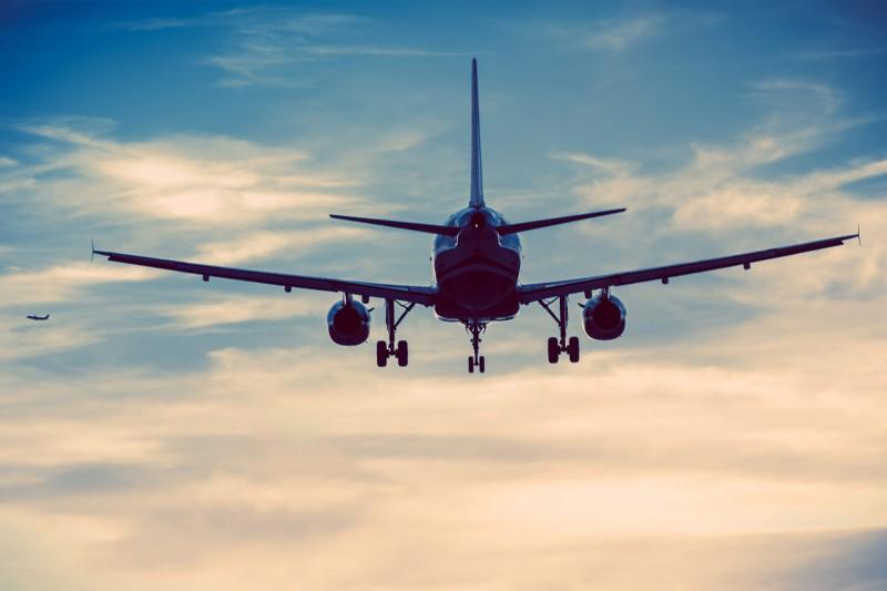 Manigod mit dem Flugzeug